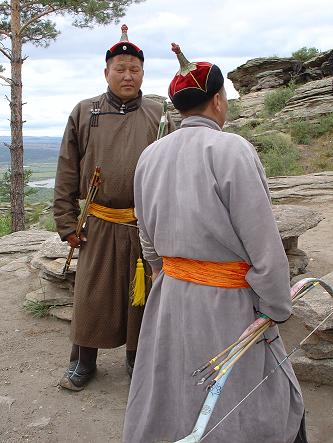 Mannen in traditionele Mongoolse kleding